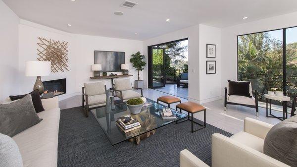 Retracting walls of glass encourages indoor-outdoor living.