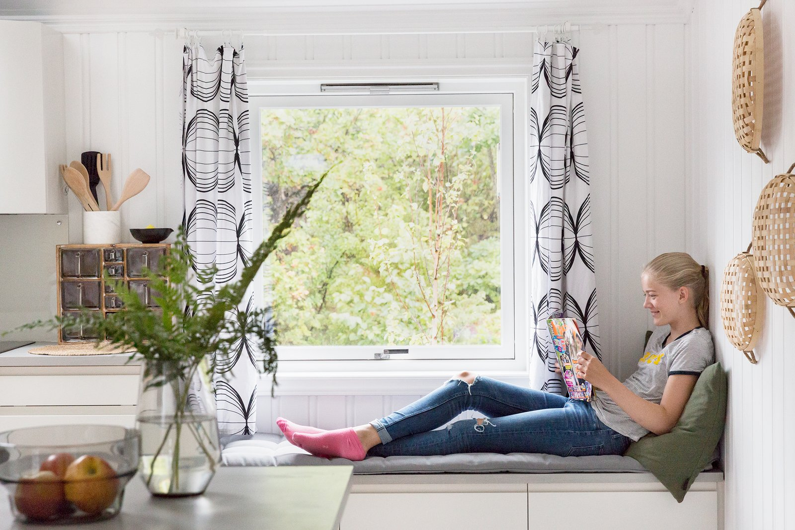 A reading bench next to the kitchen counter.