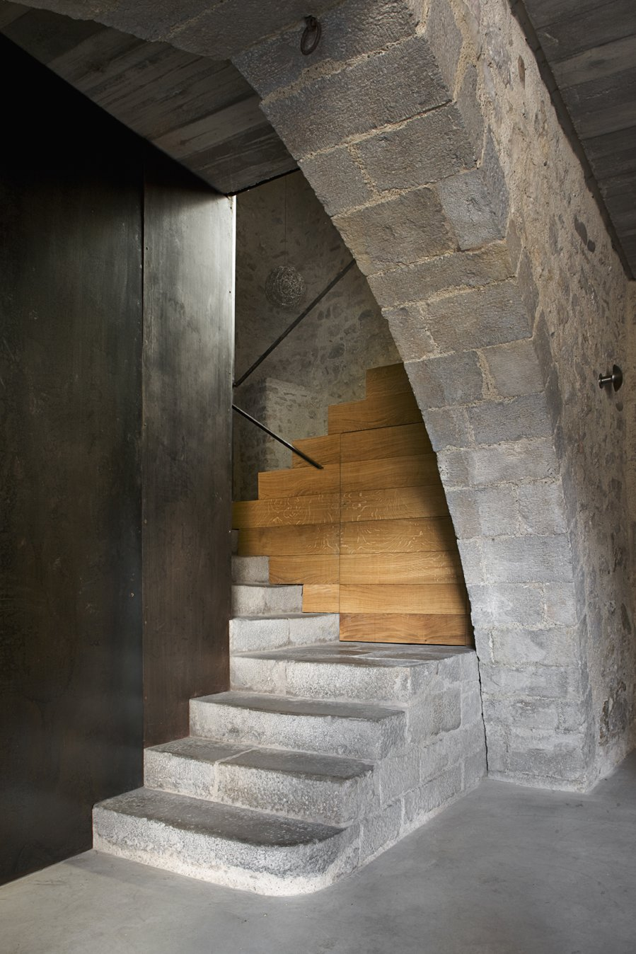 The entranceway with a stairs that leads to the apartment.