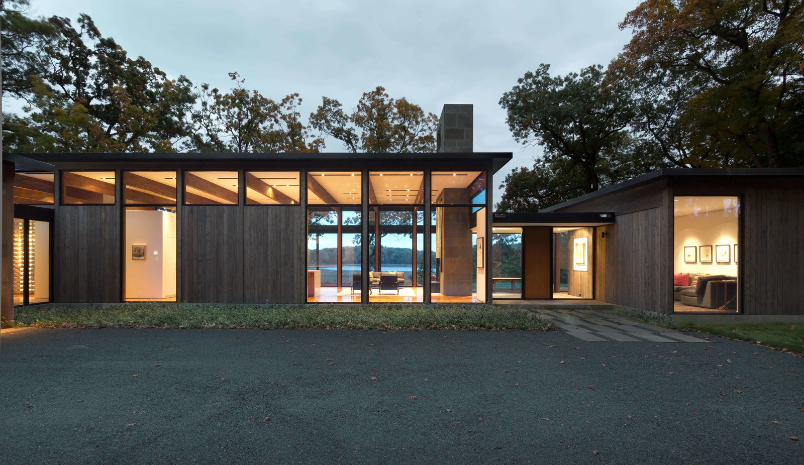 Californian modernism informs the shape of this Minnesota residence.
