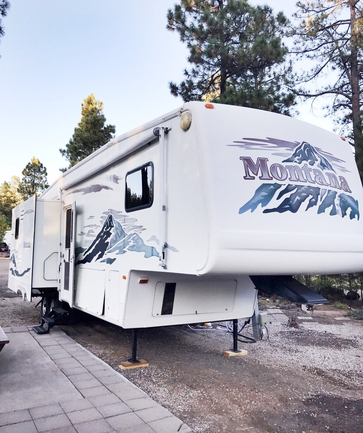 A Jayco Fifth Wheel camper.