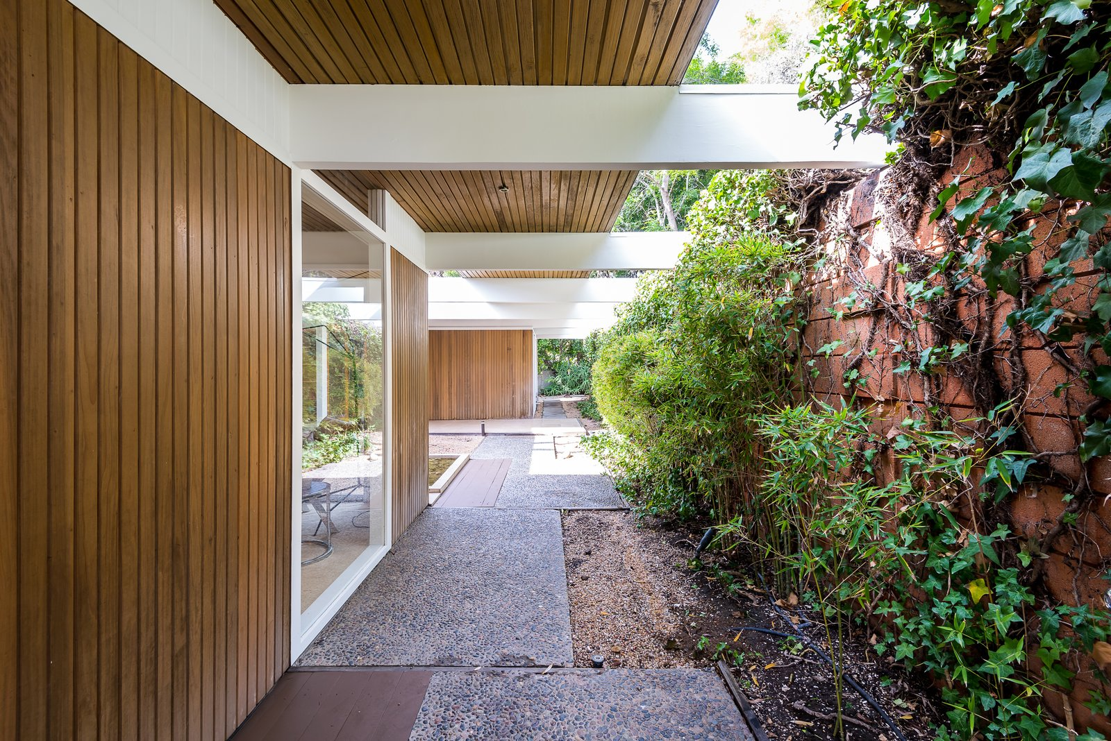 A Southern Californian Buff & Hensman with clean, midcentury lines.