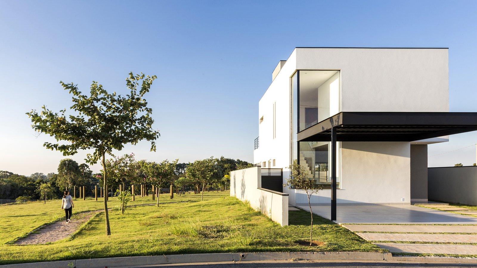 Front facade SG House by Taguá Arquitetura+Design