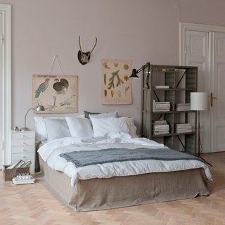 Bemz Loose Fit Urban bed skirt in Sage Brown Rosendal Pure Washed Linen.