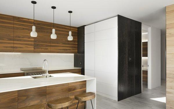 Photo 3 of r3R modern home