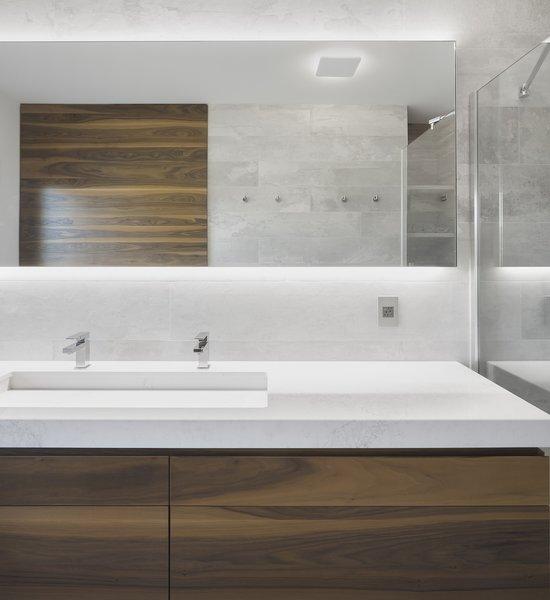 Photo 9 of r3R modern home