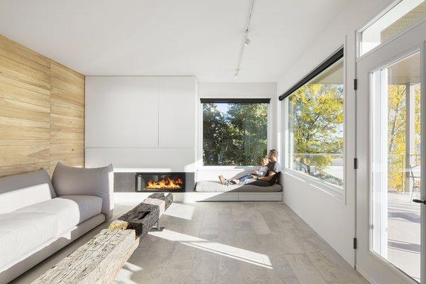 Photo 7 of r3R modern home