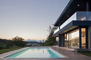 Villa on the hills near Udine | iarchitects - Photo 1 of 5 - iarchitects added a new volume completely glazed at the ground floor