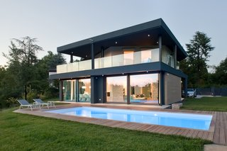 Villa on the hills near Udine | iarchitects - Photo 2 of 5 - The new volume is a covered terrace at the firs floor
