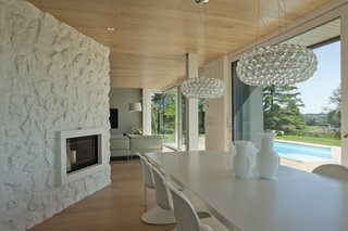 Villa on the hills near Udine | iarchitects - Photo 3 of 5 - the dining room. Lamps Caboche Foscarini, Chairs Panton Vitra