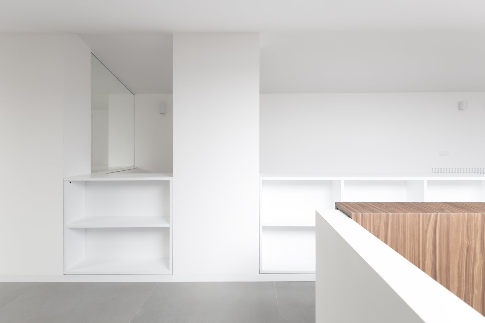 All the furniture in the attic is tailor made to optimise the low ceiling space, to obtain storage spaces .  Home A236 by Elena Morgante