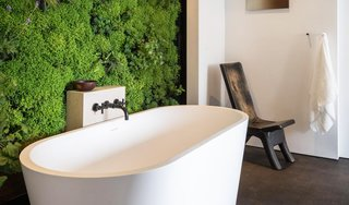 9 Beautiful Bathtubs - Photo 2 of 9 - Source: HGTV