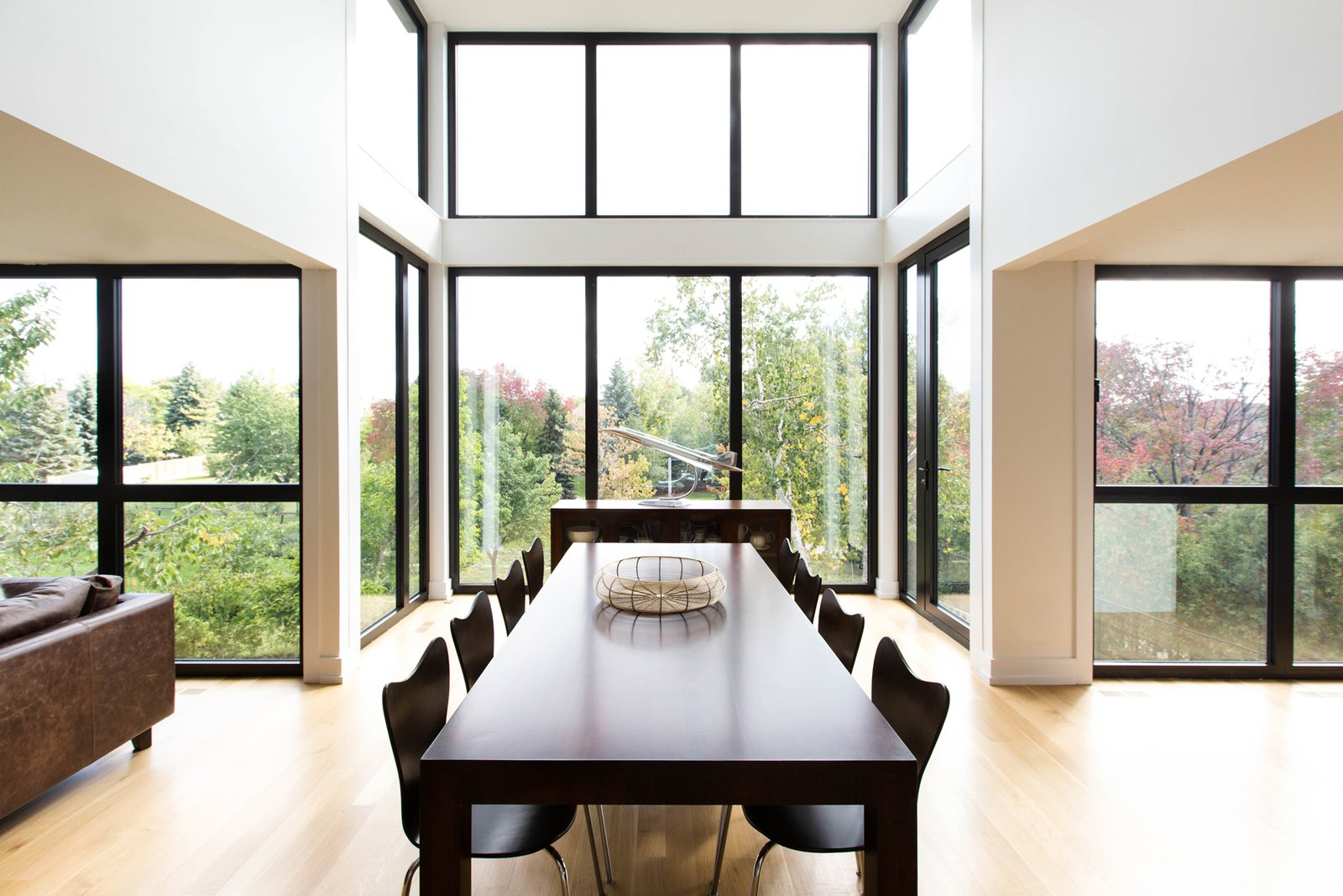 The extensive use of wood on the interiors ties the house back to nature, as views of the ravine in the backyard can be enjoyed through the massive floor-to-ceiling windows along the kitchen and whole rear wall of the home.