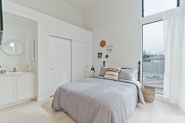 Alley Unit Master Suite Photo 19 of Prefab Modern Coastal in San Diego modern home