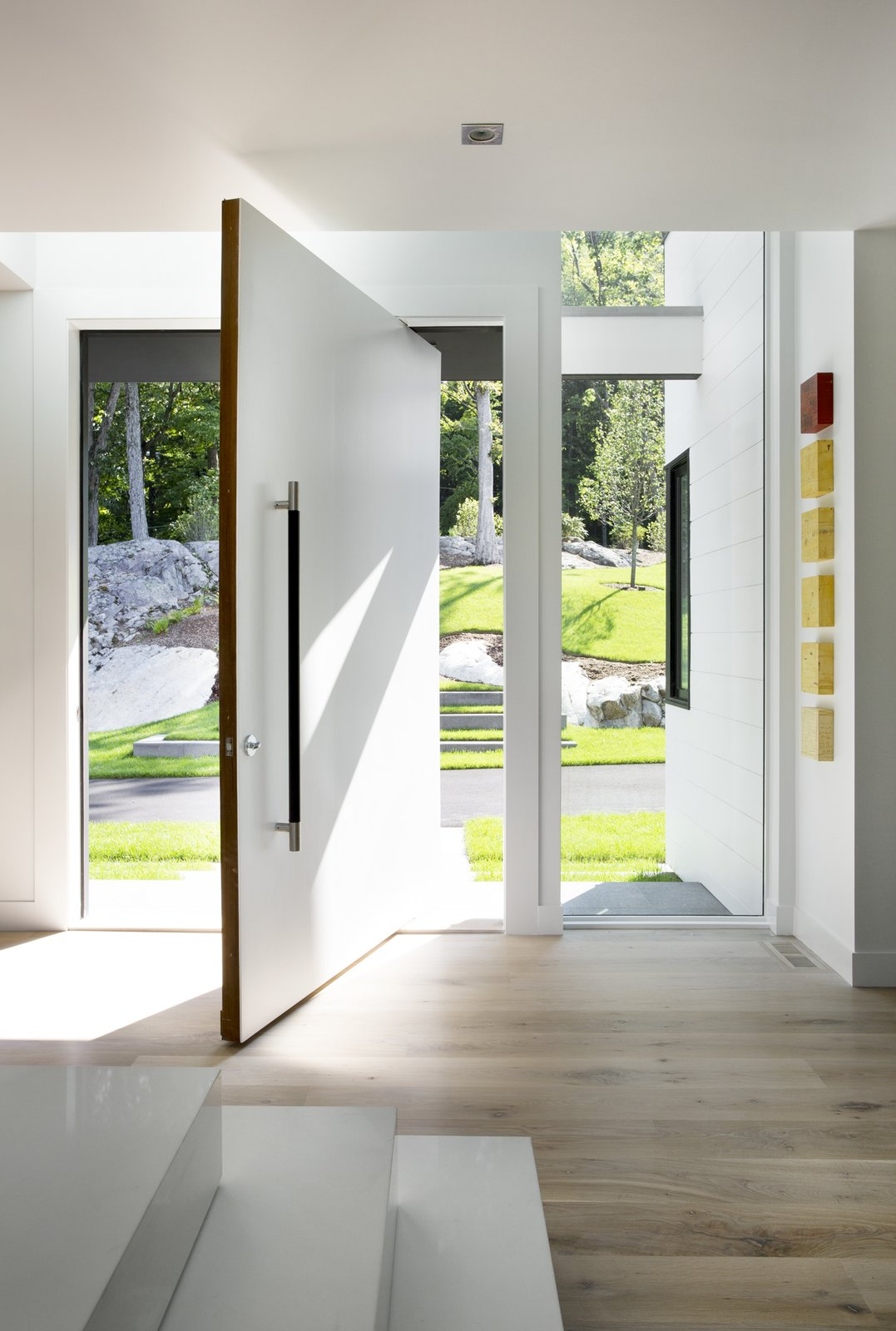 Ledgewood- Entry Door  Ledgewood by LDa  Architecture & Interiors
