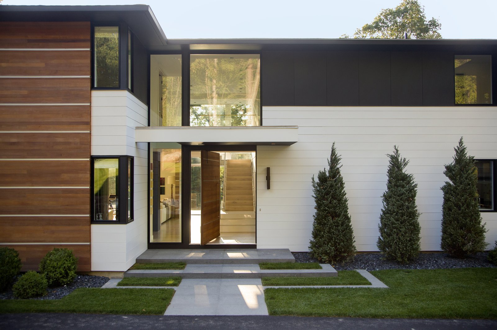 Ledgewood- Front Facade  Ledgewood by LDa  Architecture & Interiors