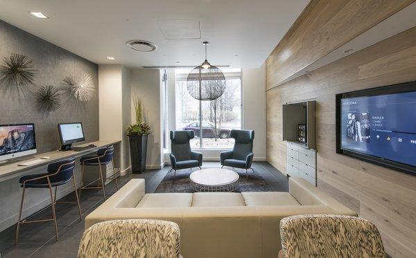 Photo  of Watermark Kendall Square Lobby modern home