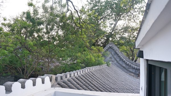 "Modern home with outdoor and rooftop. Balcony Photo 9 of "" Rock Sparrow house"" A loft with Chinese style in hutong"