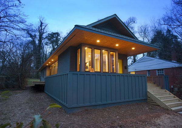 The Narrow Escape. Charlotte NC. 2013. Designed by The Alter Architect's Studio Photo  of The Narrow Escape modern home