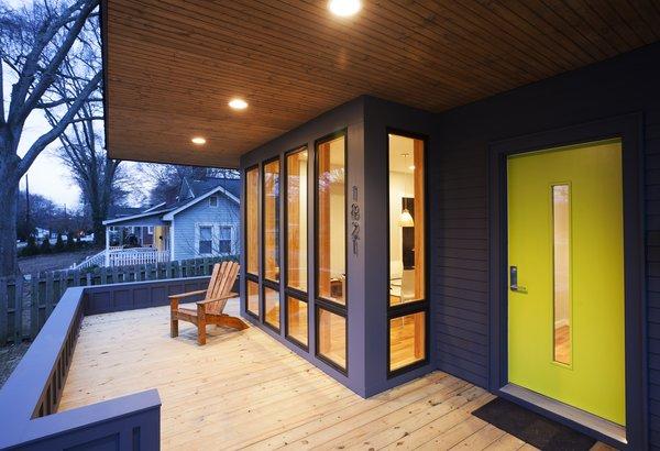 The Narrow Escape. Charlotte NC. 2013. Designed by The Alter Architect's Studio Photo 2 of The Narrow Escape modern home