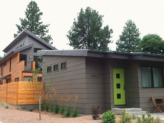This ADU in Bend, Oregon takes it's roof cues from the main house at the front of the lot.