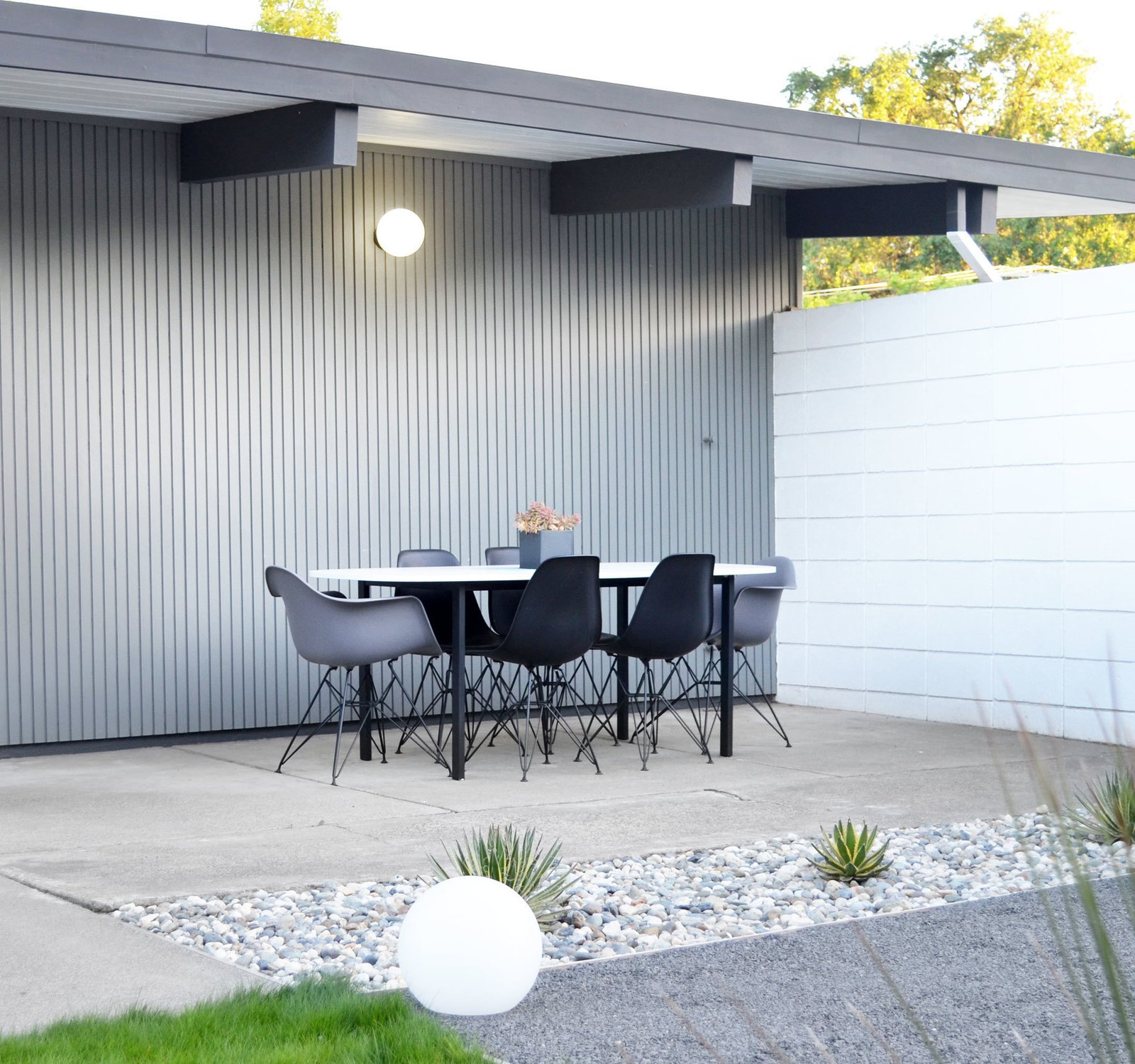 1955 Eichler Home landscaping by fogmodern