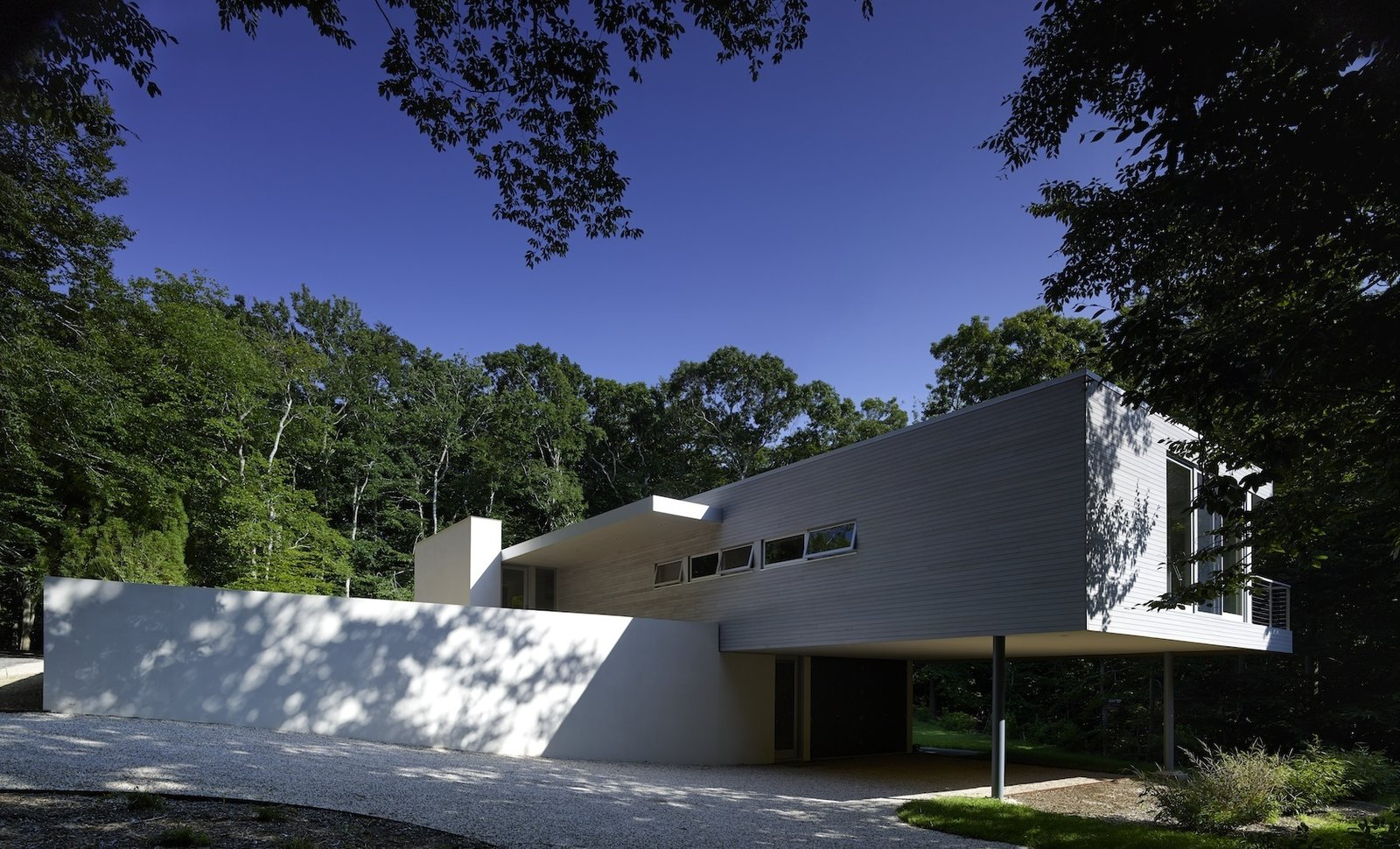 Green Woods House by Stelle Lomont Rouhani Architects