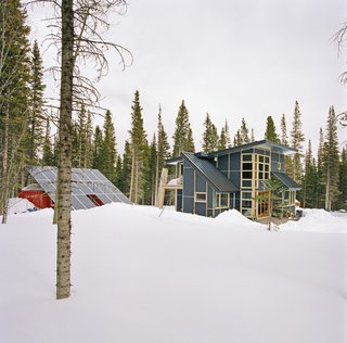 Top 5 Homes of the Week That Double as Winter Retreats - Photo 3 of 5 -