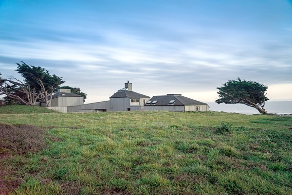 The Owings Perdue house at the edge of the Pacific Ocean Photo  of Classic 1971 Charles Moore Home modern home