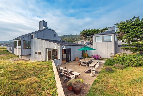 Indoor and outdoor living Northern California style Photo 2 of Classic 1971 Charles Moore Home modern home