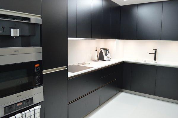 Kitchen (Míele) Photo 13 of Halffloors modern home