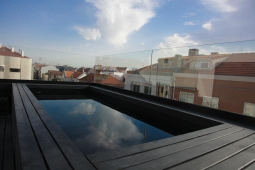 Rooftop swimming pool Photo  of Halffloors modern home
