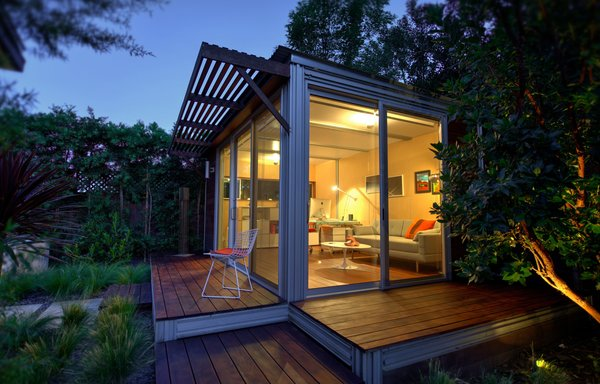 """This Beverly Hills kitHAUS delivers modernist prefab modules that transform open spaces into anything-you-want hubs—yoga studios, home offices, weekend retreats, pop-up kiosks, guest rooms, or """"reality-escape pods."""" The custom-configured homes can be completed on-site in days, tie-grid or off-grid."""