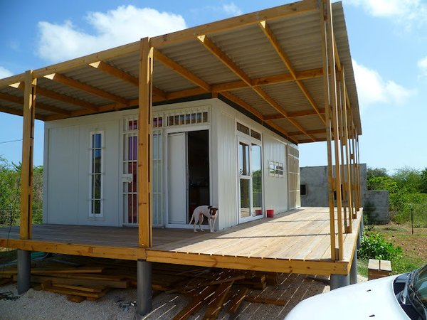 Bonaire, a former Netherlands Antilles territory and now a special municipality directly under the Netherlands, hosts this container property on 1,260 square meters of land. The property is has off-grid electricity via four solar panels on the roof.