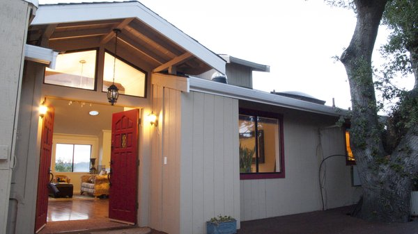 The home has mature gardens and a sunken backyard ideal for child play, with a trampoline and treehouse. Close to quiet, friendly village-like downtown Orinda (shops & Bart) and some of the finest schools in California. Photo 3 of Lucille Way modern home