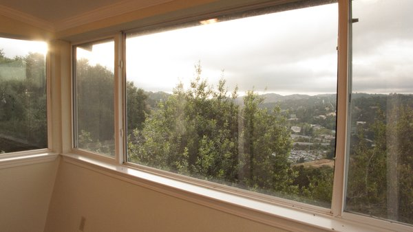 Stunning panoramic views over the hilltops of the East Bay. Photo  of Lucille Way modern home