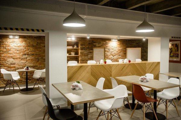 "Photo 4 of Restaurant ""Headquarters"" (""Centrala"") in Gdansk City Council modern home"