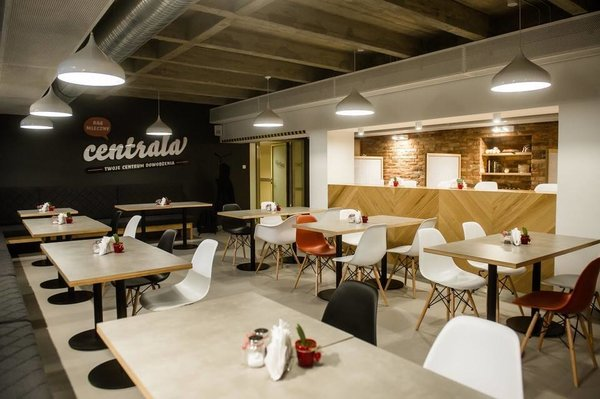"Photo 5 of Restaurant ""Headquarters"" (""Centrala"") in Gdansk City Council modern home"