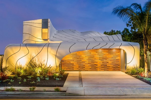 Photo  of Iconic Architecture by Mario Romano | 1234 Morningside Way, Venice modern home