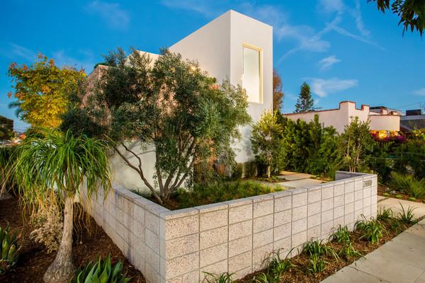Photo 3 of Nature-inspired Tom Carson Venice Abode | 2000 Walnut Avenue modern home