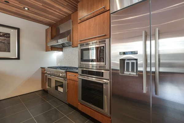 Photo 4 of A Cutting Edge New York Style Loft Right in the Heart of Venice | 659 Broadway Street modern home