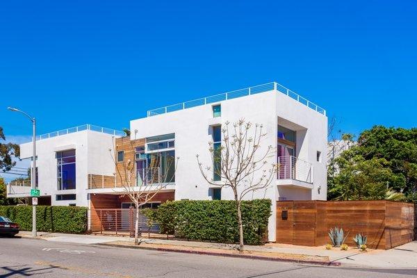 Photo 3 of Extraordinary Architectural Venice Duplex | 914-918 7th Avenue, Venice modern home