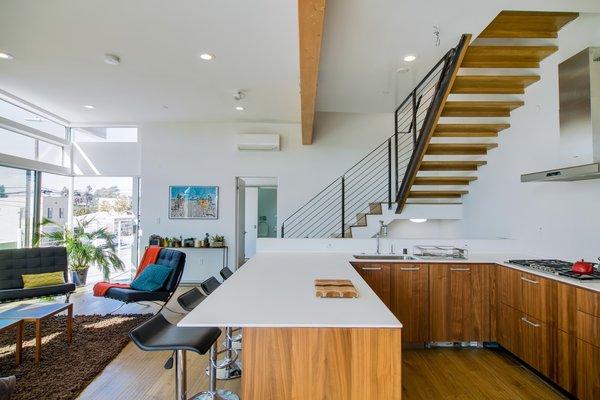 Photo 4 of Extraordinary Architectural Venice Duplex | 914-918 7th Avenue, Venice modern home