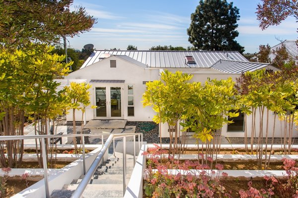 Photo  of Sophisticated Architectural in the Heart of Sunset Park   1633 Sunset Avenue, Santa Monica modern home
