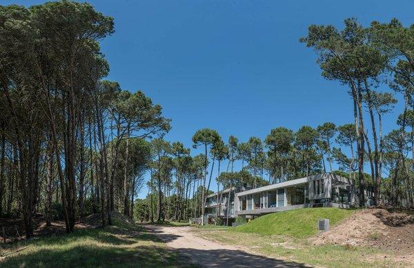 © Diego Medina Photo 2 of Casa Kuvasz modern home