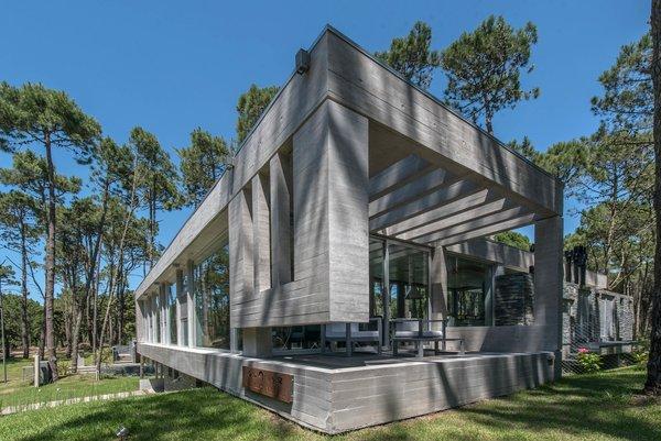 © Diego Medina Photo 5 of Casa Kuvasz modern home