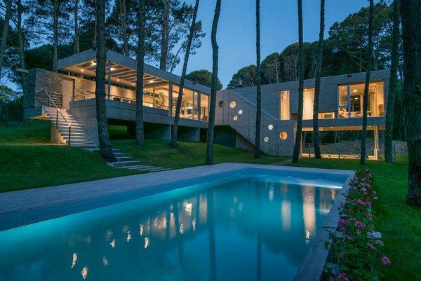 © Diego Medina Photo 14 of Casa Kuvasz modern home