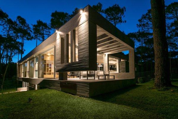 © Diego Medina Photo 17 of Casa Kuvasz modern home