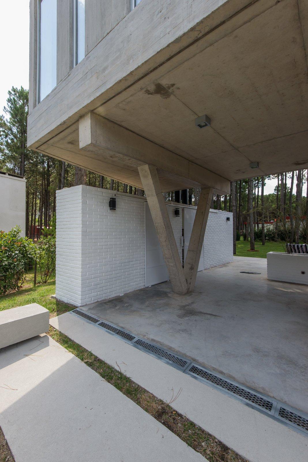 Tagged: Outdoor and Front Yard.  Casa Batin by Estudio Galera