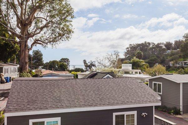 Peek-a-Boo Ocean Views Photo 9 of Reclaimed Malibu Modern modern home